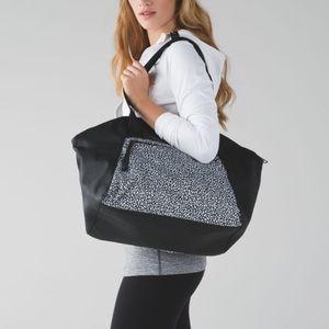 LULULEMON *Rare* Free To Be Bag, Miss Mosaic Black